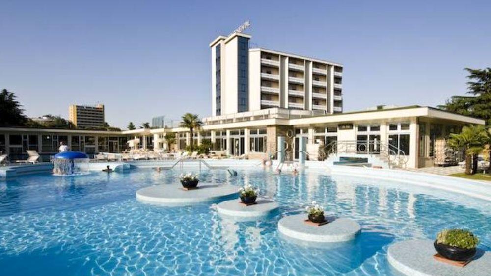 Furto all 39 hotel continental di montegrotto rubato in - Hotel preistoriche montegrotto prezzi piscine ...