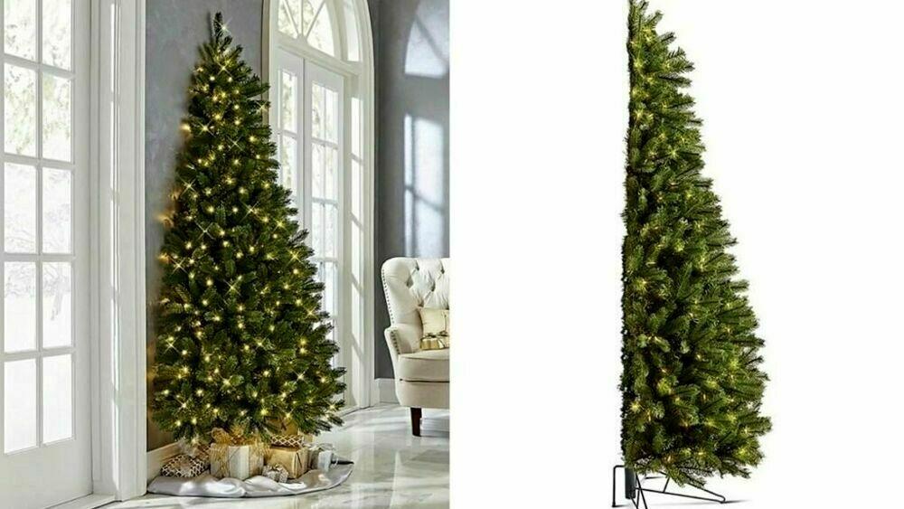 Decorazioni Natalizie A Poco Prezzo.Natale Diventa Virale L Idea Del Mezzo Albero Che Tiene Meno Spazio In Casa