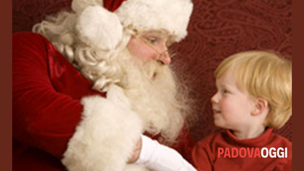 Aspettando il natale a lozzo atestino babbo natale - Babbo natale porta i regali ai bambini ...