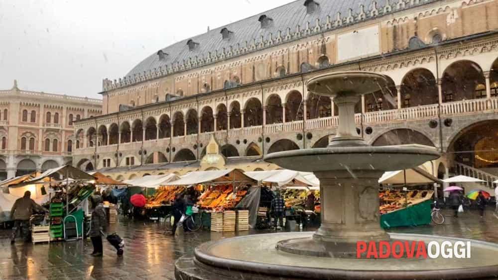 Neve a Padova e in provincia: tetti imbiancati, i fiocchi potrebbero ...