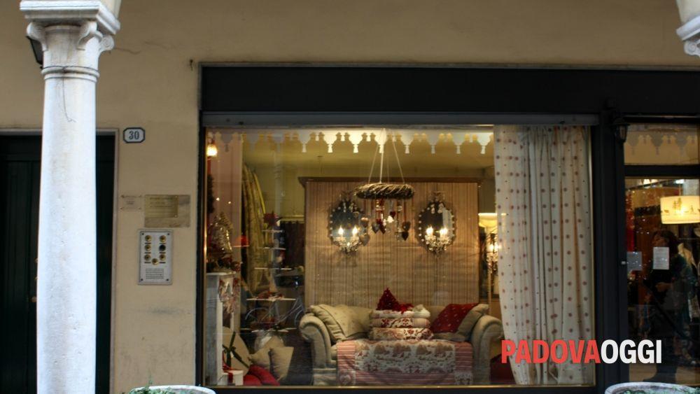 Le vetrine natalizie dei negozi di padova for Arredo giardino anguillara