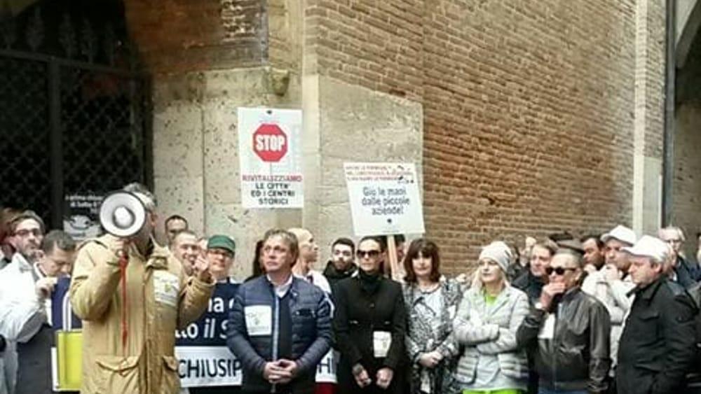 Padova commercianti di sotto il salone in protesta for Fiera piazzola sul brenta 2017