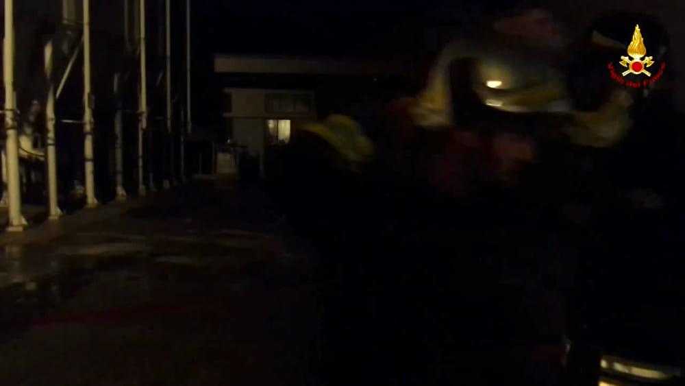 Incendio al colorificio loris di rubano, in via rossi. il video 10 ...